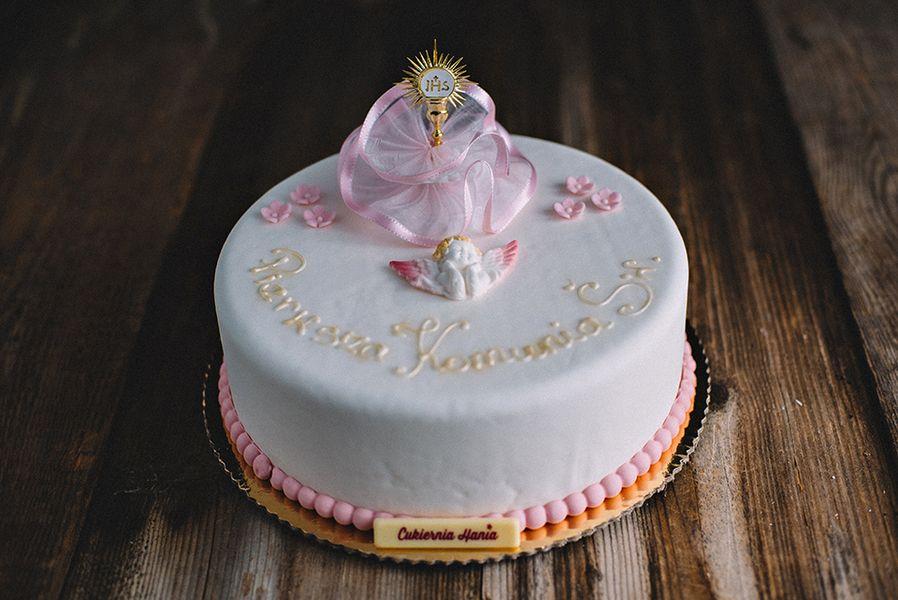 Tort na komunię ze zdobieniem perełkami dla dziewczynki