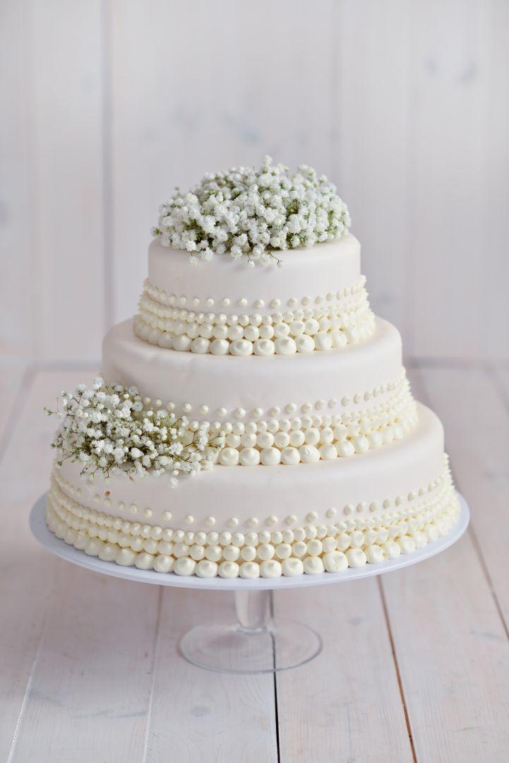 Tradycyjny tort weselny z perełkami